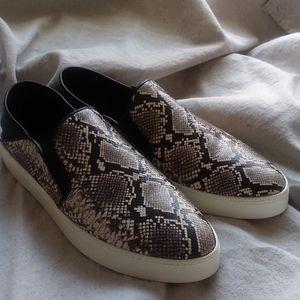 Vince snakeskin slip on sneakers Sz. 9